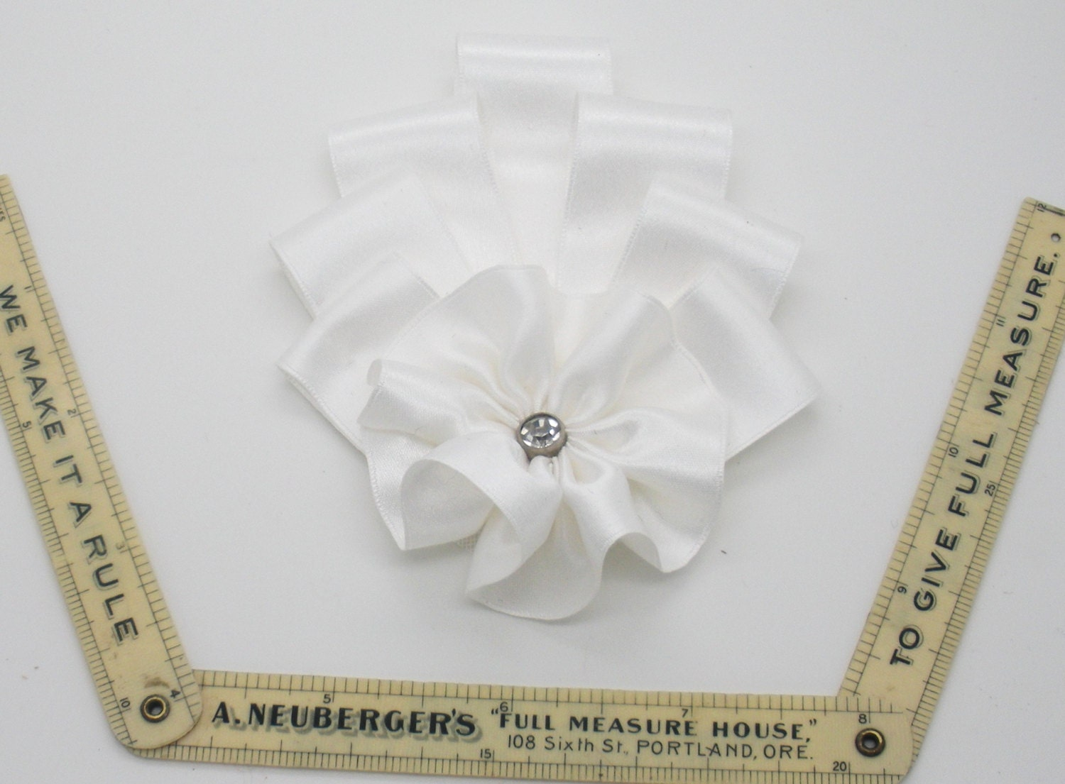 art deco white silk millinery cocarde applique from clytemnestrascloset on etsy studio. Black Bedroom Furniture Sets. Home Design Ideas