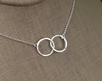 Hammered interlocking circles necklace in sterling silver, hammered rings, infinity necklace, double rings, hammered necklace, mother's day