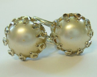 vintage ornate fancy round white  screw on or screw back earrings with silver tone setting 714B
