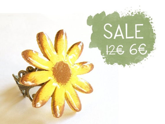 Wooden Sunflower Ring - Antique bronze filigree ring with wooden sunflower