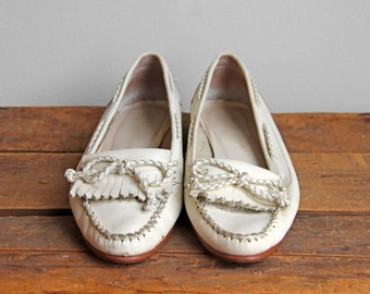 Vintage White Leather Loafers- Moccasins Bowtie Bow Fringe Flats Flat Shoes- Size 7 or 7 1/2