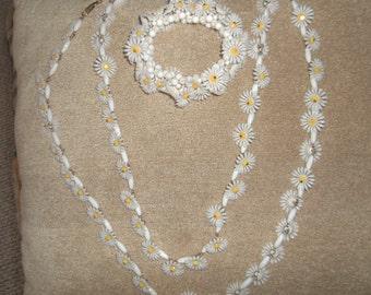 Vintage White Plastic Daisy Long Necklace and Bracelet