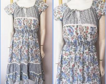 Vtg.70s Blue Calico Floral Prairie Peasant Gypsy Flutter Sleeve Dress.M/L.Bust 38-40.Waist 20-34.