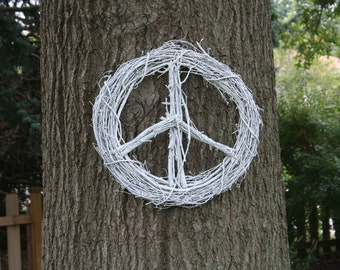 "18"" Peace Sign Grapevine  Twig Wreath --white 18"""