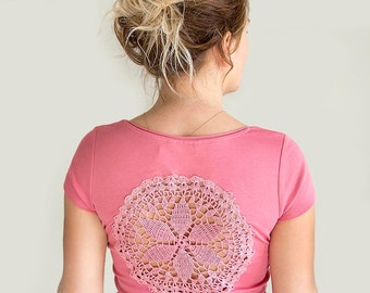 Pink t-shirt with upcycled vintage crochet doily back - size S