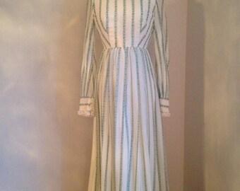 vintage 1970s maxi dress gunne sax style white floral lace WINTER FOLKTALE