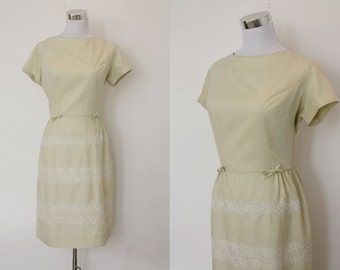 S A L E // vintage early 1960s Bobbie Brooks dress / cream cotton shift dress with bows and floral embroidery