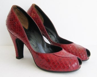 "Vintage 40s Cherry Red Lizard Peep Toe 4"" High Heel Shoes NOS Deadstock size 7.5"