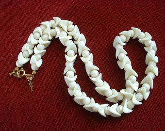 Rare Vintage Kitty Tagged TRIFARI Necklace White ZIG ZAG Czech Milkglass Art Deco Beads Exquisite