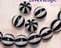 6 Kitsch Retro Stripes Lucite Beads. 2 Tones. 15mm. Black and White Stripes.
