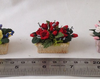 DOLLS HOUSE MINIATURES - Hand made trough of flowers