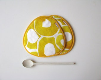 yellow and white fabric trivets - housewarming gift - fabric pair of potholders - kitchen potholders - modern kitchen - yellow circles print