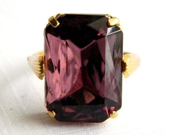 Vintage Gold Purple Amethyst Cocktail Ring - Emerald Cut Faceted Glass - 10 Carats - Adjsutable