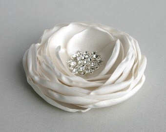 Ivory Flower Hair Clip, Wedding Hair Piece, Silk Flower Facinator, Bridal Hair Accessory, Ivory Headpiece, Flower for hair,