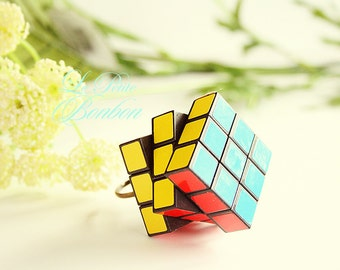 Mini Rubiks cube on the go ring