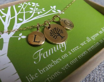 Aunts Gift, Family initial necklace, Personalized jewelry, tree of life pendant, family gathering, grandmother, mom, cousin