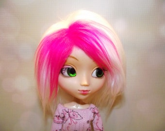 Soft white faux fur wig hair with neon pink highlights for Pullip/Taeyang