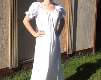 Womens (XS, S, or M) Renaissance short sleeve Gown