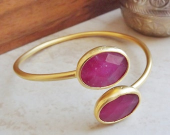 Red Oval Jade Gemstone Stackable Bangle Bracelet - 22k Matte Gold Plated