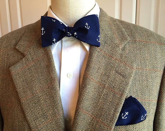 Men's Pocket Square and Bow Tie in navy with white anchors, ocean wedding party wear, groomsmen gift, groom bow tie set, sailor's gift set