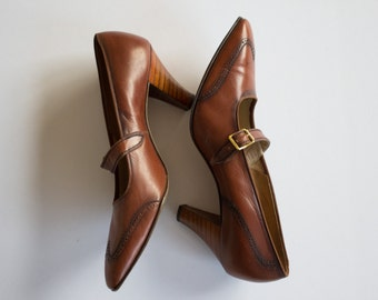 1960's whiskey brown leather wingtip heels