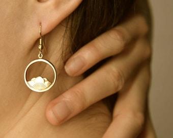 Boucles d'oreilles fleur de Lotus / / jardin d'eau / / boucles d'oreilles de fleurs / / or fleur / / né de l'eau