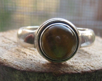 Vintage Sterling Silver Ring with Round Polished Tigers Eye Agate Stone Ladies Size 8