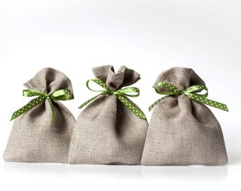 Wedding favor gift bags - Rustic wedding small linen gift pouches - Spring weddings favours