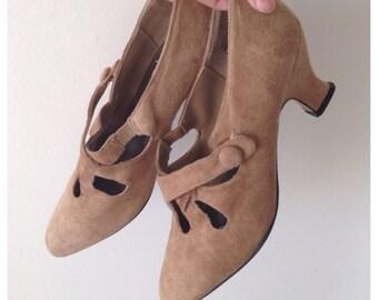 SALE Vintage beige West Avenue suede shoes
