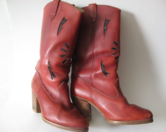 Pull on red women's vintage leather boots cowboy black cut out and stitch detail stack wood heel SZ 7/7.5