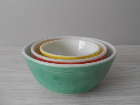 vintage set of pyrex glass mixing bowls primary colors. Black Bedroom Furniture Sets. Home Design Ideas