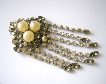 Antique silver tone metal with rhinestone and faux pearl bead brooch 40s
