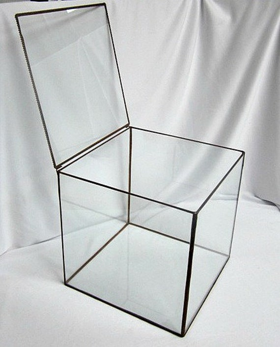 Product Features Classic glass geometric terrarium box with a sturdy metal frame and flat corner.