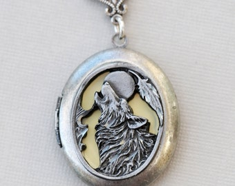 Wolf,Moon,Jewelry,Locket Pendant Necklace,I love you to the moon and back,Silver Locket,,Antique Style,Locket Necklace,Wedding