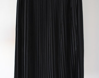 80s Vintage Black Pleated Mid-Length Skirt