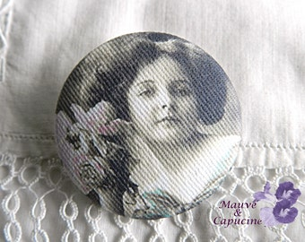 Fabric button, printed retro woman