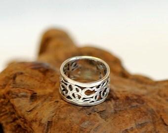 Vintage Sterling Silver Wide Band Ring.. Filigree Floral Design Size 10.5  (# 20)