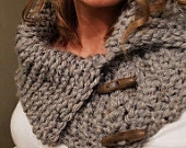 Chunky Toggle Cowl Pattern