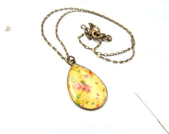 Teardrop yellow floral pendant necklace ,  Vintage Floral Necklace , Valentine's Day romantic gift