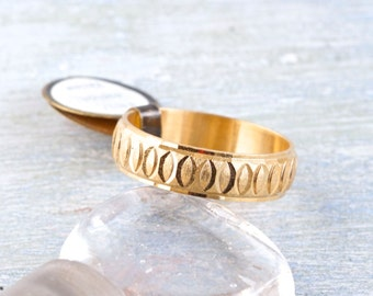 Vintage Brass Wedding Band Ring - Etched Men's Ring - Ring Size 10.5