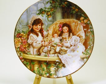 Sandra Kuck Cats In The Cradle Plate Hears and Flowers Reco