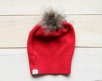 bonnet de laine et pompom de fourrure rouge - red up cycled wool and fur hat