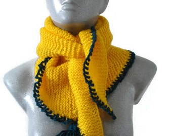 Knitted Scarf Bactus Triangle Shaped Yellow Dark Forest Green Tassel Soft Acryl Wool