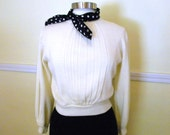 Cute Little 70s Sweater / Ivory Cropped Pullover / Novelty Sweater / Hipster Clothing / Size S-M
