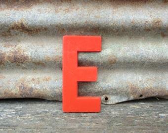 Vintage Letter Sign 6 Inch Letter E Sign Red Simple Font Plastic Letter Sign Display Maruqee Alphabet vtg Letters Wall Art Pop Art Retro