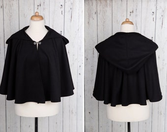 Short black Medieval capelet or cape, full circle