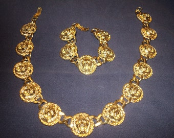 Retro 80's  Chunky Chain Necklace with matching bracelet in great gold colored metal in Mint Condition of roaring lions