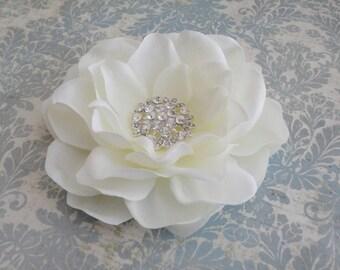 Bridal Antique White Flower Hair Clip, Fascinator Flower Clip, Bridal Flower Clip, Gardenia Flower Clip, Flower Brooch,  Wedding Hairpiece