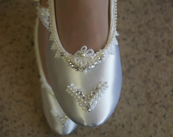 Bridal Victorian Flats White Shoes Fine US Lace pearls and crystals embellished,Wedding flat shoes Victorian, Satin Ballet Style Slipper