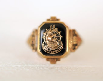 1940's vintage / high school 10k yellow gold ring / Sailing Ship . Sea waves / year 1947 // PORTSMOUTH